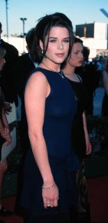 Neve Campbell [1600x3294] [324.2 kb]