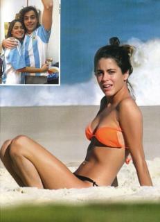 Martina Stoessel en Bikini [868x1200] [154.78 kb]