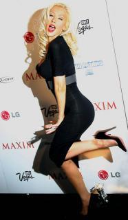 Christina Aguilera [597x1024] [68.93 kb]