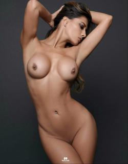 Vivi Castrillón en Playboy Desnuda [1269x1624] [191.54 kb]