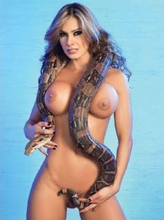 Esperanza Gómez en Playboy Desnuda [700x935] [121.3 kb]