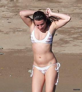 Lea Michele en Bikini [2248x2500] [376.75 kb]