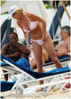 Rachel Hunter en Bikini [653x909] [86.68 kb]
