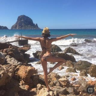 Natalia Sánchez en Bikini [727x727] [163.64 kb]