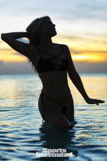 Christie Brinkley en Si Swimsuit 2017 [1280x1920] [230.23 kb]