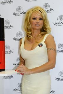 Pamela Anderson [800x1200] [130.53 kb]