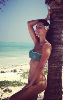 Laura Barriales en Bikini [394x618] [68.11 kb]