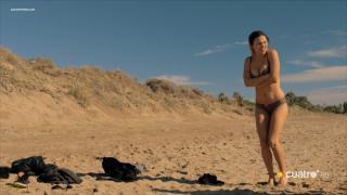 Elisa Mouliaá en Bikini [1600x900] [181.96 kb]
