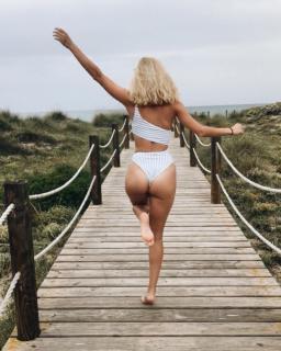 Silvia Alonso en Bikini [1080x1349] [209.21 kb]