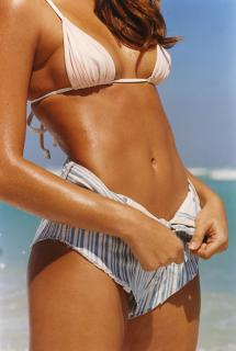 Daniela Lopez Osorio en Bikini [1600x2378] [652 kb]
