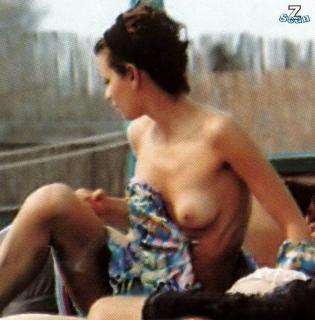 Claudia Pandolfi en Topless [700x711] [85.46 kb]