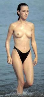 María Esteve en Topless [446x968] [46.86 kb]