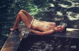 Laeticia Hallyday en Lui Magazine Desnuda [1940x1261] [451.91 kb]