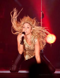 Shakira [1070x1399] [272.06 kb]