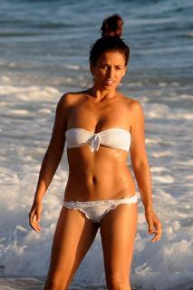 Mónica Cruz en Bikini [1181x1772] [272.03 kb]
