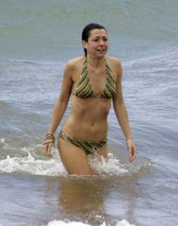 Alyson Hannigan in Bikini [800x1008] [92.2 kb]