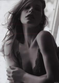 Milla Jovovich [543x800] [39.85 kb]