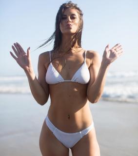 Hannah Stocking en Bikini [1080x1218] [104.24 kb]