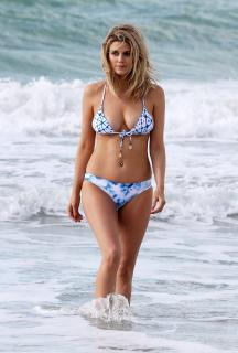 Ashley James en Bikini [2268x3357] [1280.04 kb]