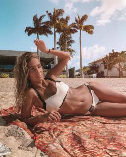 María Pombo in Bikini [1080x1350] [497.51 kb]