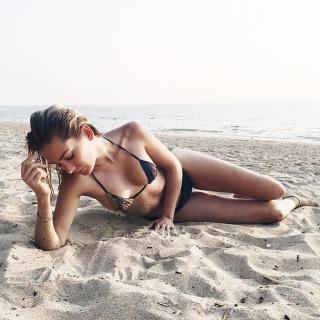 Priscila Hernández en Bikini [750x750] [153.31 kb]