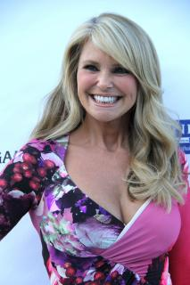 Christie Brinkley [2074x3110] [729.67 kb]