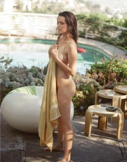 Roxane Mesquida en Grazia Desnuda [1240x1577] [297.17 kb]