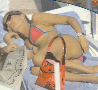Federica Panicucci en Bikini [622x568] [54.49 kb]