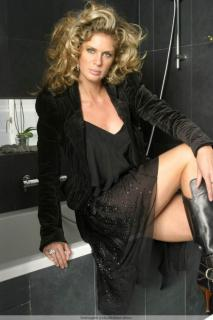 Rachel Hunter [683x1024] [82.52 kb]