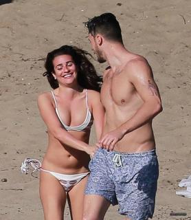 Lea Michele en Bikini [2179x2500] [485.61 kb]