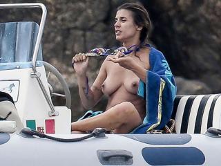 Elisabetta Canalis en Topless [900x675] [84.27 kb]