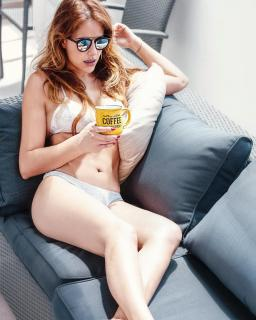 Mónica Hoyos in Bikini [1080x1350] [334.9 kb]