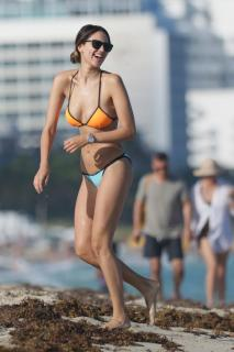 Eiza González en Bikini [1066x1600] [217.86 kb]