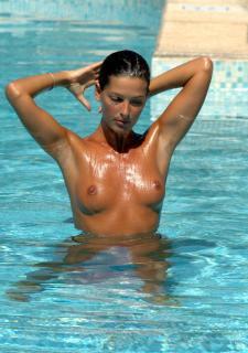 Alessia Merz in Topless [1700x2410] [331.67 kb]