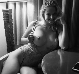 Genevieve Morton Nude [1920x1800] [576.15 kb]