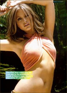 Holly Valance in Fhm [804x1113] [114.07 kb]