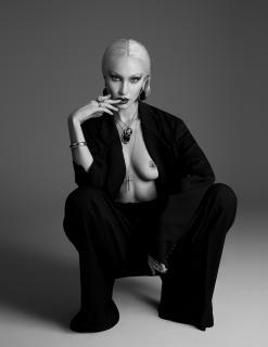 Bella Hadid en Paper Magazine Desnuda [900x1162] [85.96 kb]