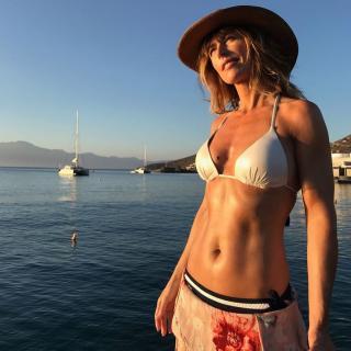 Emma García in Bikini [1024x1024] [167.57 kb]