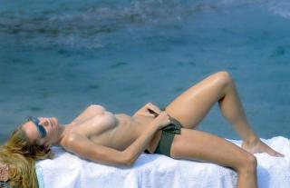 Blanca Cuesta en Topless [1326x859] [72.54 kb]