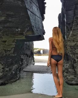 Paula Vázquez en Bikini [1080x1349] [394.48 kb]