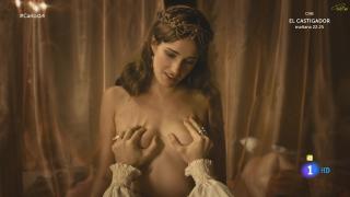 Ariana Martínez en Carlos Rey Emperador Desnuda [1920x1080] [205.14 kb]