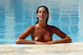 Alessia Merz in Topless [2500x1656] [300.24 kb]
