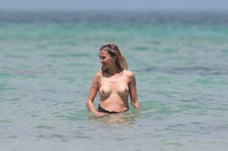 Victoria Bonya en Topless [3000x2000] [471.7 kb]
