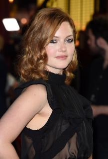 Holliday Grainger [740x1090] [140.27 kb]