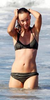 Olivia Wilde en Bikini [900x1779] [235.54 kb]