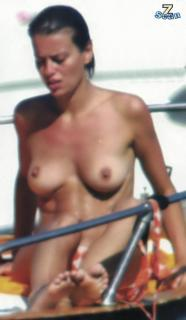 Claudia Pandolfi en Topless [524x900] [45.17 kb]