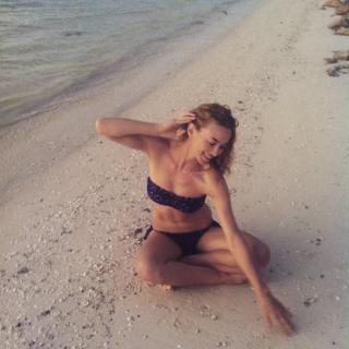 Marta Hazas en Bikini [750x750] [126.85 kb]