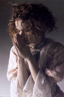 Winona Ryder [1631x2449] [375.94 kb]