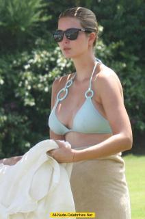 Ivanka Trump en Bikini [798x1200] [124.27 kb]