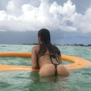 Yanet García in Bikini [700x700] [96.83 kb]